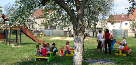 Plac zabaw przy Przedszkolu Nr 1 w Lewinie Brzeskim